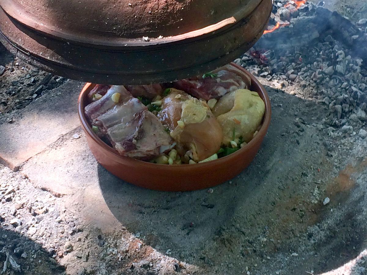 Cimplet glinena posuda koja se koristi za spremanje hrane u pećnici, krušnoj peći ili ispod peke. Popularna hrana koja se sprema u cimpetu su štrukli, gibanica, meso, kolači i drugo. Prikladan je za pripremu hrane i serviranje.
